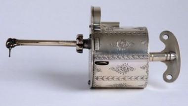 Historické dentální nástroje, ze kterých jde mraz po zádech